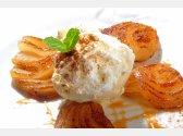 Hrušky pečené se skořicí a vanilkovou zmrzlinou