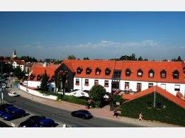 Hotel Parkhotel Průhonice - léto