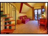 Mezonetový pokoj s ložnicí v patře