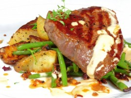 "Beef Steak ""Ball Tip"" of the American Bull with Dijon Sauce, French Beans with Bacon and Roasted Potatoes"