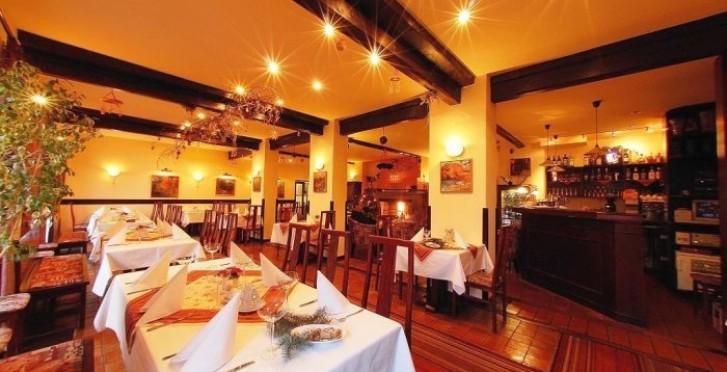 Restaurace Tarouca v Parkhotelu Průhonice - s krbem, ...