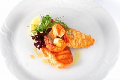 """Rybí """"mixgrill"""" - filetky z lososa a candáta, tygří krevety"""